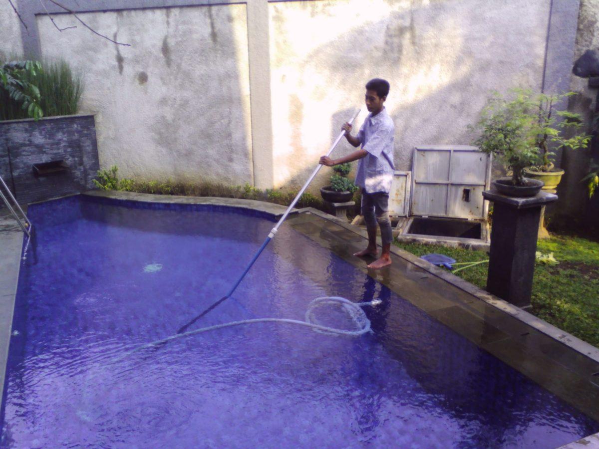 Cara Melakukan Vacuum Kolam Renang Dengan Benar