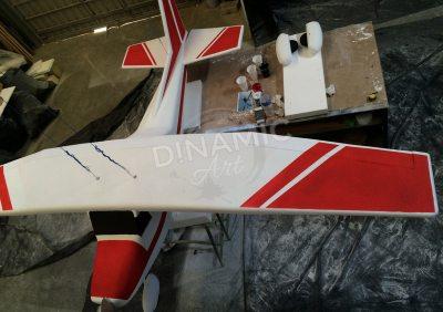 escultura porexpan avión y pintura