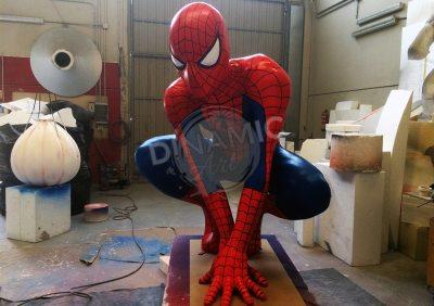 Taller de Escultura para decorados. Figura Spiderman