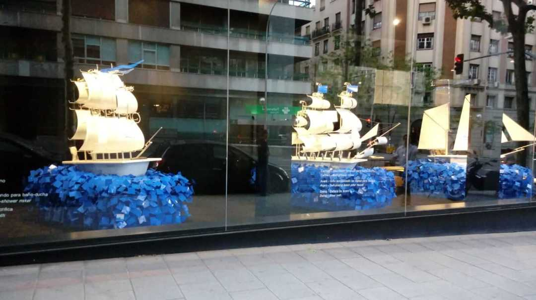 Esculturas de barcos para Roca