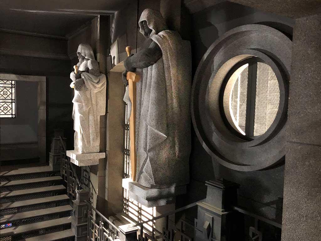 Escultura de la Casa de Papel 3 porexpan lateral izq