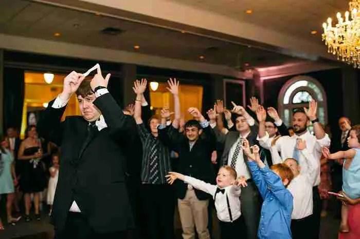 Δασκάλα παιδιών με σύνδρομο Down κάλεσε όλους τους μαθητές της στο γάμο της. Οι φωτογραφίες είναι υπέροχες!