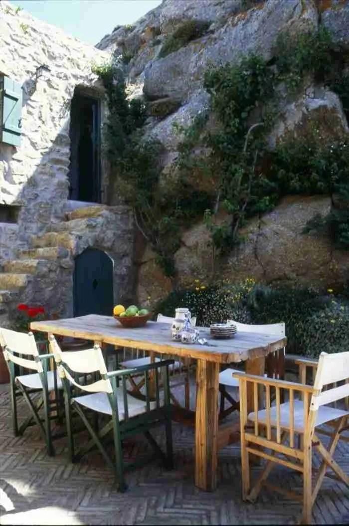 Το ωραιότερο πέτρινο σπίτι που έχετε δει ποτέ βρίσκεται σε ένα Ελληνικό νησί!