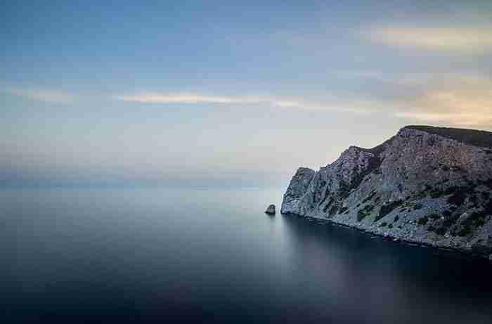 Το μεγαλύτερο και ασφαλέστερο φυσικό λιμάνι της Ελλάδας με την ατέλειωτη ομορφιά