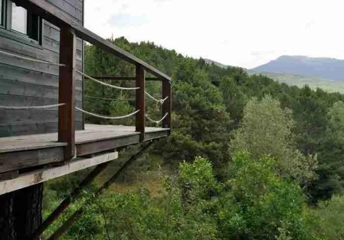Παραμυθένιες διακοπές σε δεντρόσπιτο λίγα χιλιόμετρα από την Αθήνα