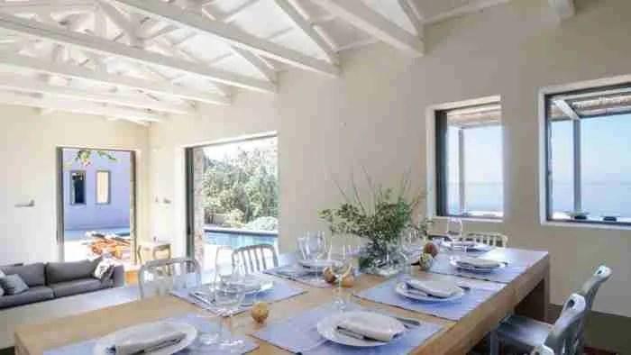 Ένα σπίτι.. γιορτή για τις αισθήσεις στην Καρδαμύλη. Χρώματα και αρώματα με θέα τη θάλασσα