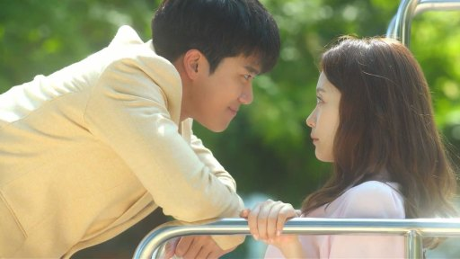 Ha Seok-Jin and Jeon So-Min in Something About One Percent
