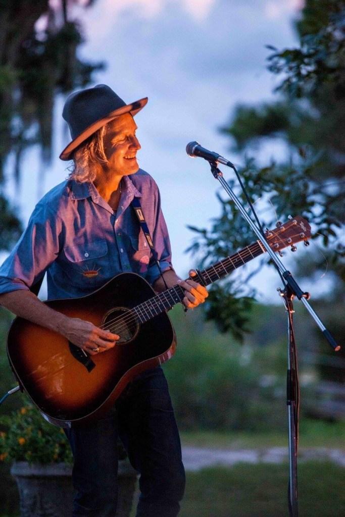 Steve Poltz in concert on Weeks Bay Alabama www.diningwithmimi.com