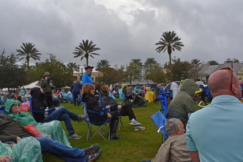 Determined crowd trying to brave weather for outdoor concert for Mimis Tips to Navigate 30a Songwriters Festival 2020 www.diningwithmimi.com