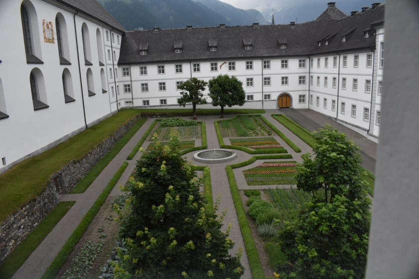 Window View of Abbeys Courtyard for Dazed by Engelberg in July www.diningwithmimi.com