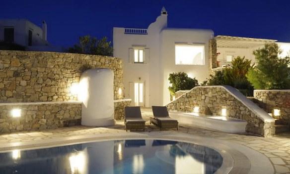 piscina iluminada