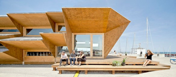 edificio inteligente con energía fotovoltáica