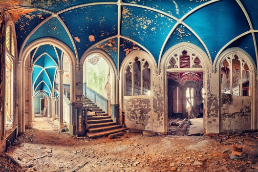 51be789ab3fc4ba712000081_arte-y-arquitectura-decay-matthias-haker-_beauty_in_blue_by_matthias_haker-d5ucduc-528x352