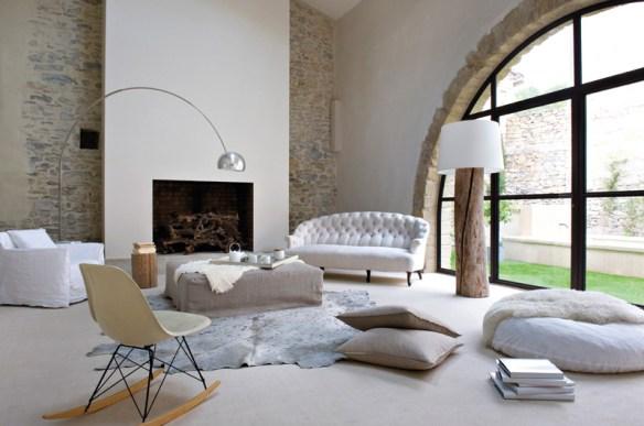 salón decorado en blanco