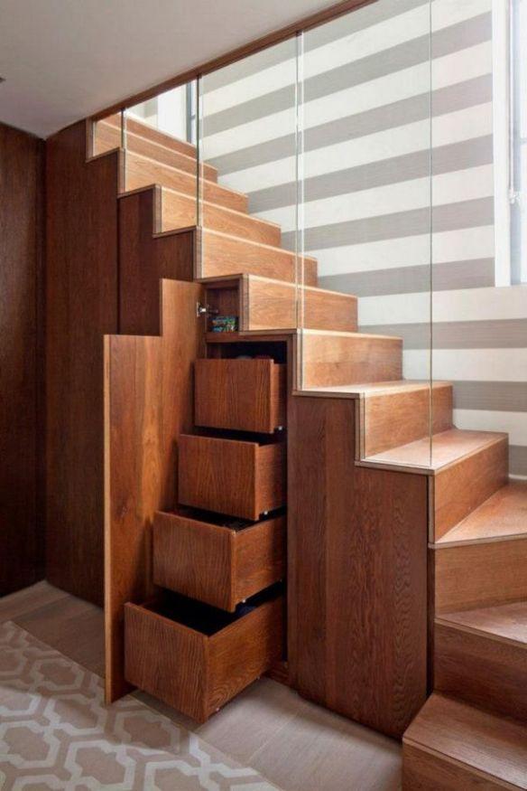 Bajo escaleras 1