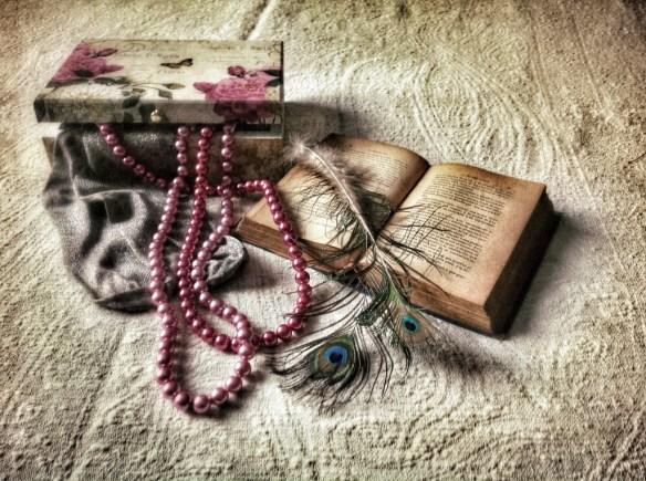 caja madera y perlas