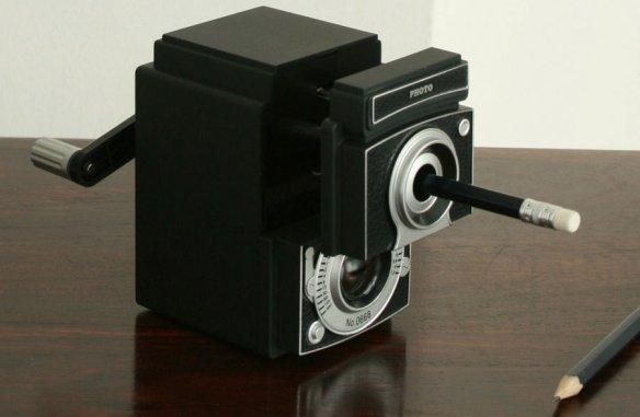 Sacapuntas con forma de cámara de fotos retro