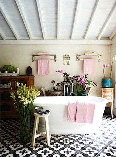 baño cn flores