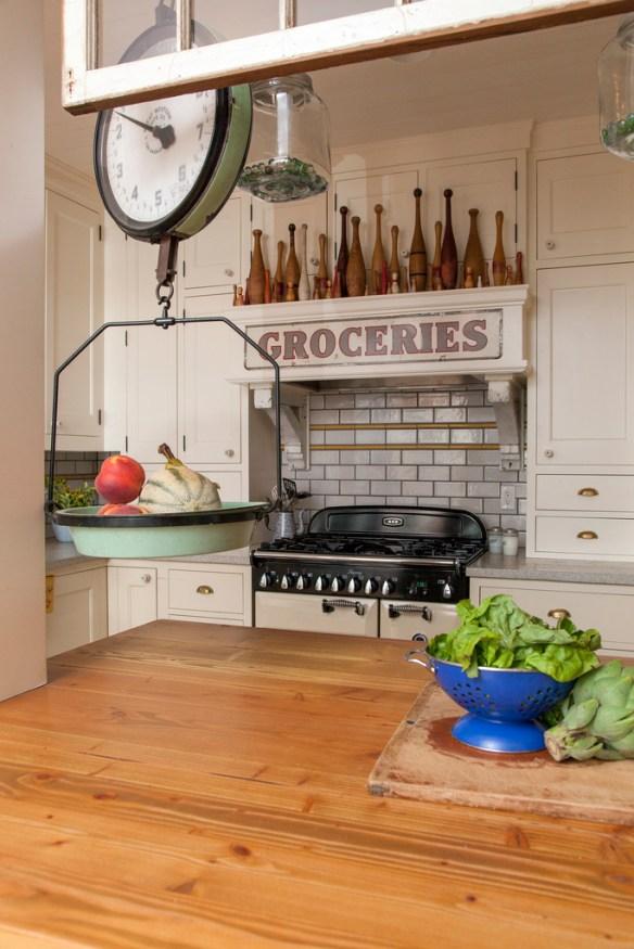 cocina con colección en extractor