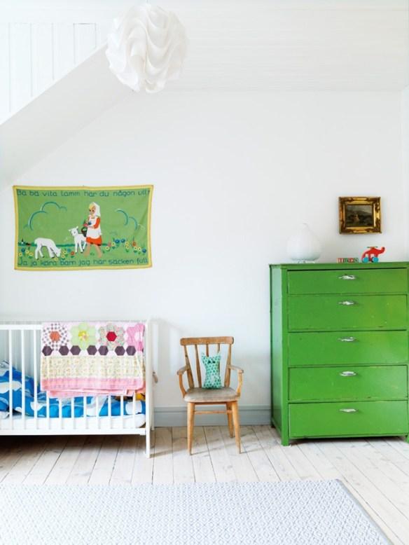 habitacion bebe mueble verde