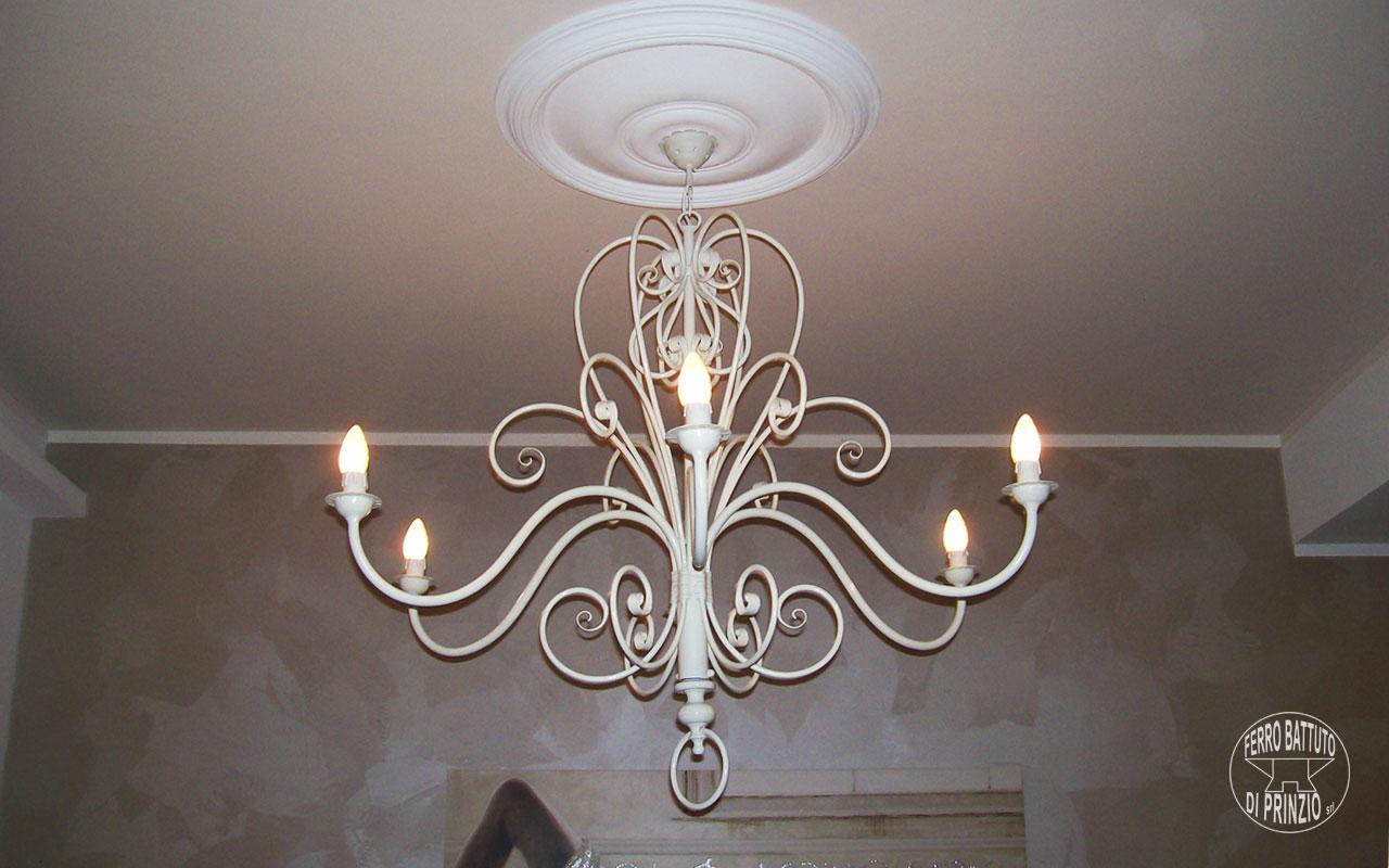 Sierra lampadario rustico sospensione in ferro battuto e ceramica. Appliques In Ferro Battuto E Plafoniere In Ferro