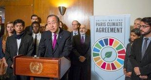 Ban Ki-moon habla a la prensa de la entrada en vigor del Acuerdo de París. Foto: ONU/Rick Bajornas