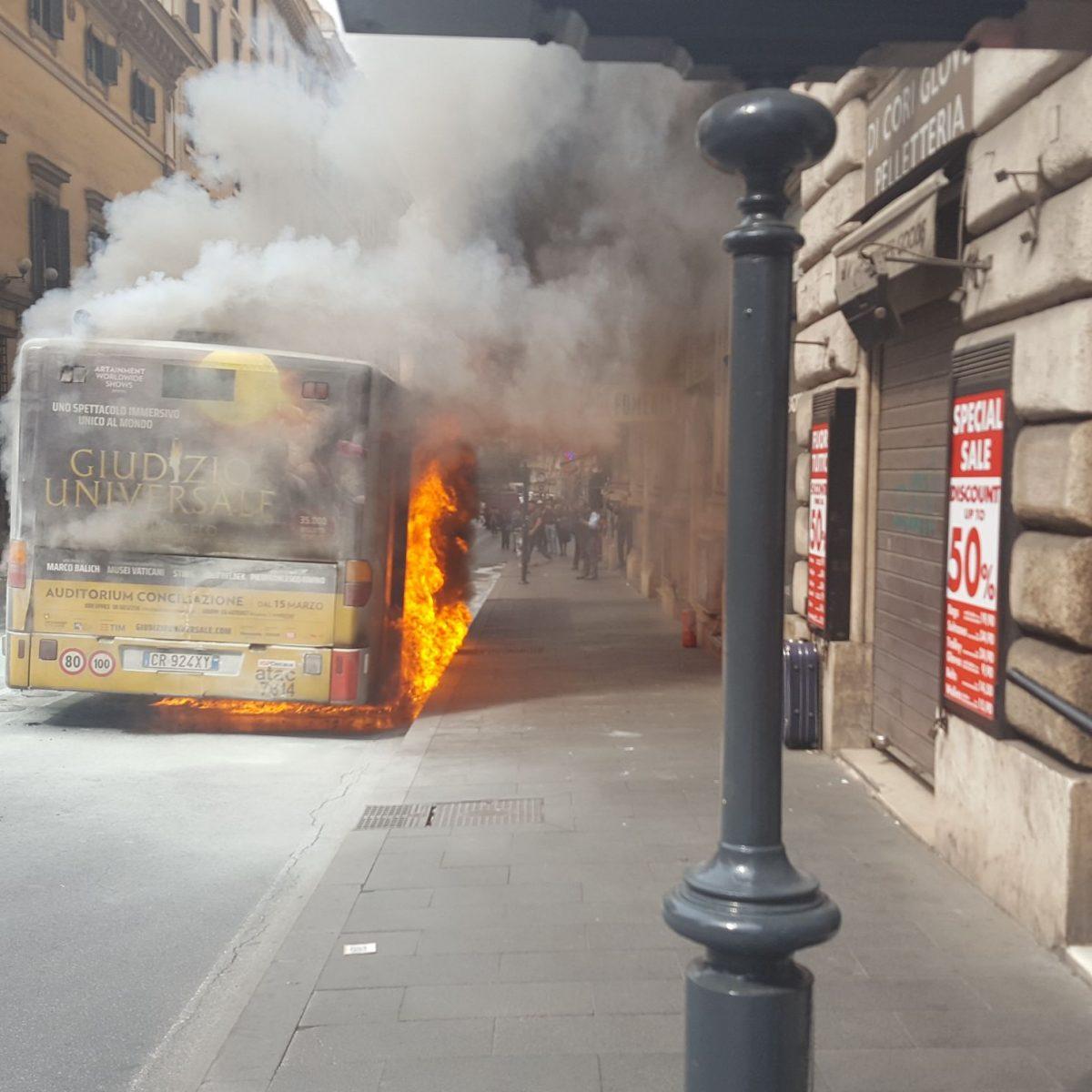 Risultati immagini per situazione autobus di roma