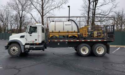 2008 Mack Granite with dual mud mixers