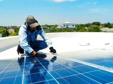 Instalación paneles fotovoltaicos.