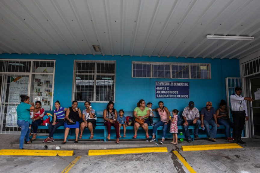 Early morning queue of people waiting outside the Ruth Paz hospital in San Pedro Sula, Honduras. (Photo by Francesca Volpi for Direct Relief)