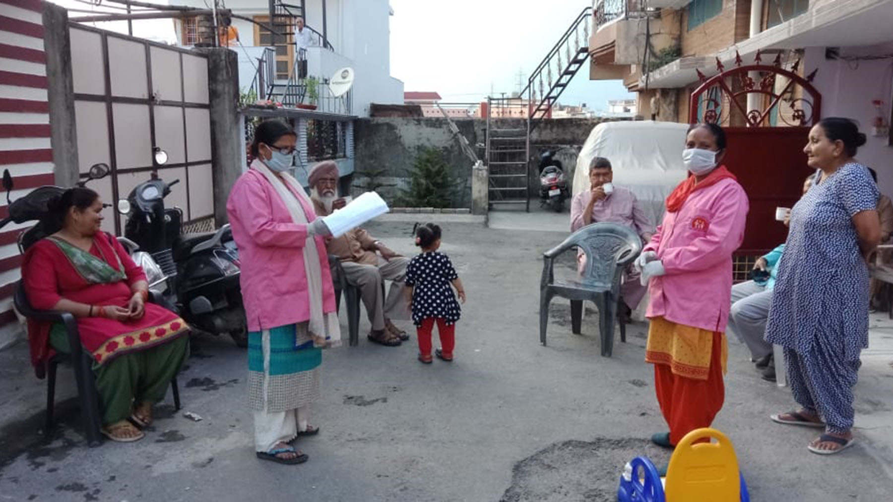 ASHA workers conducting a home-to-home survey. (Photo courtesy of the Uttarakhand ASHA Workers' Association)