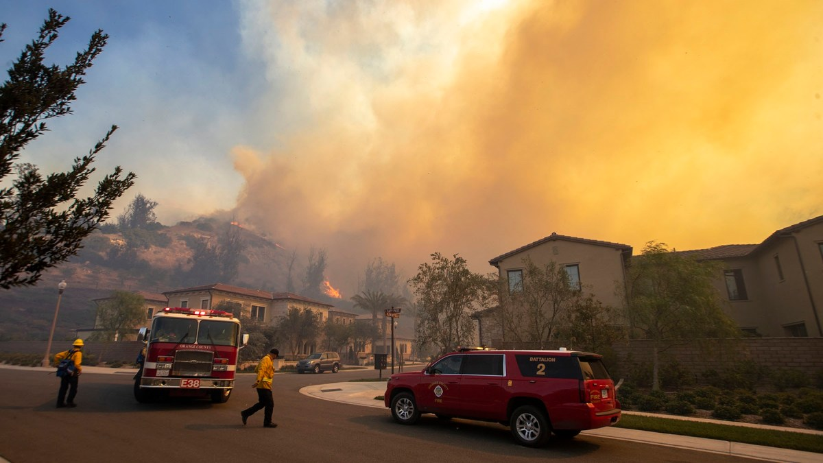 More Blazes Erupt in Southern California, Displacing Thousands