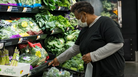 A participant in A Healthier You shops as part of a monthly event in which participants get a stipend and help with picking out healthy and cost-effective groceries on November 24, 2020.(Photo By Revere Photography for Direct Relief)