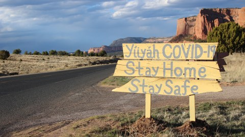 A roadside sign in the Navajo Nation in April of 2020. (Photo by Jonathan Schell for Direct Relief)