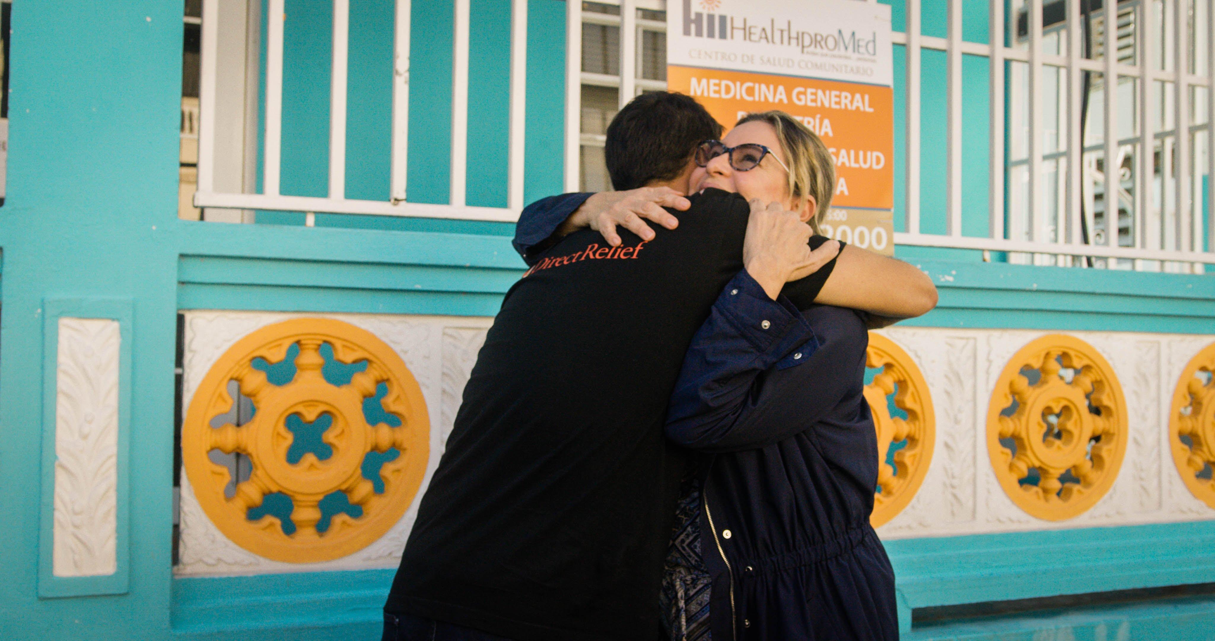 La asistencia médica de emergencia llega a Health ProMed en Vieques, una isla que se encuentra a 80 millas al este de San Juan y que se vio especialmente afectada por el huracán María. (Foto de Bimarian Films para Direct Relief)