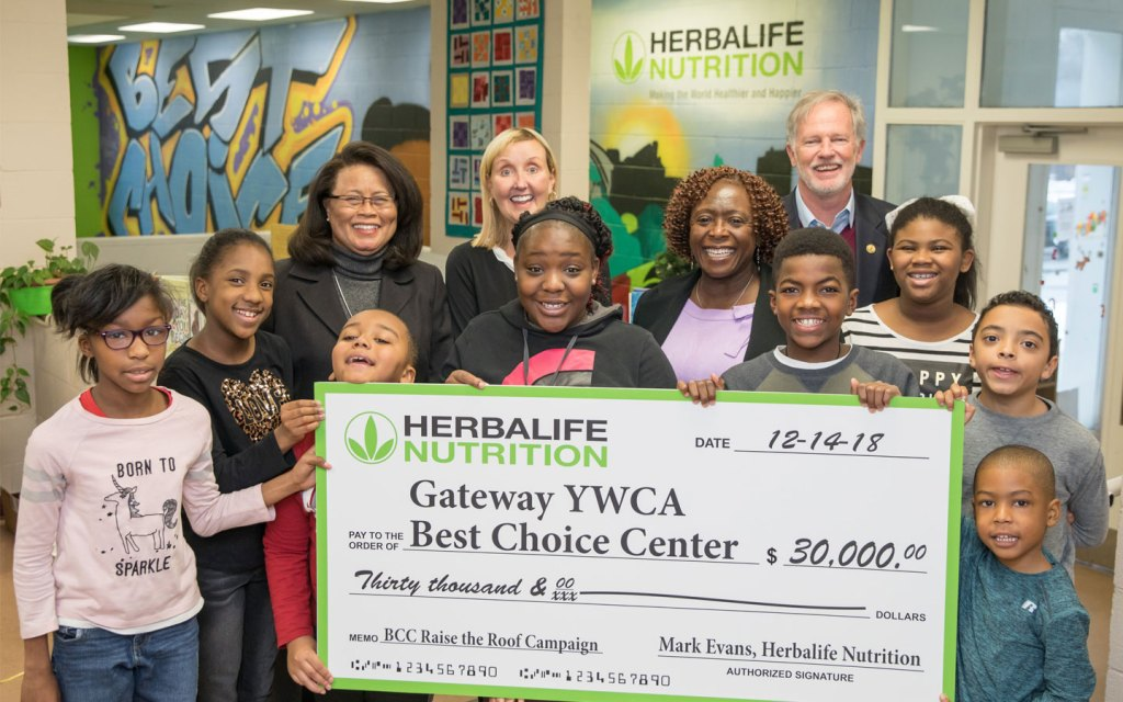 Herbalife Nutrition presents $30,000donation to theYWCA'sBest Choice Center