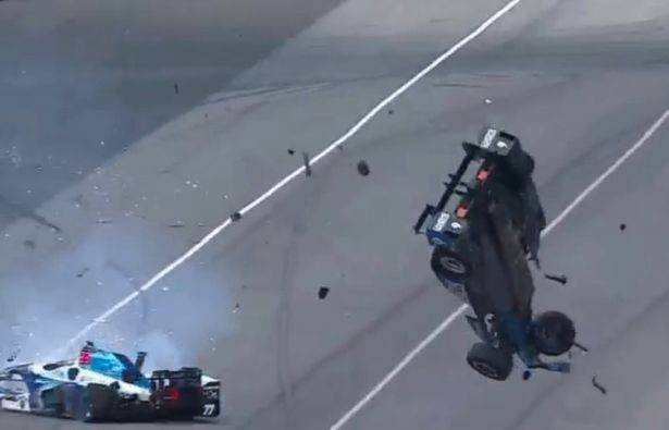 Terrore per Scott Dixon: esce indenne da un incidente terribile a Indianapolis