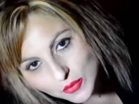 Cantante neomelodica si lancia dal balcone di casa: è morta in ospedale