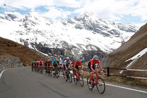 Enego (Vi), Giro d'Italia: cade in un dirupo e muore