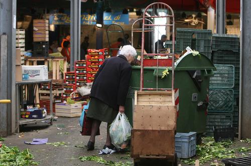 https://i1.wp.com/www.dirittodicritica.com/wp-content/uploads/2011/10/allarme-poverta11.jpg