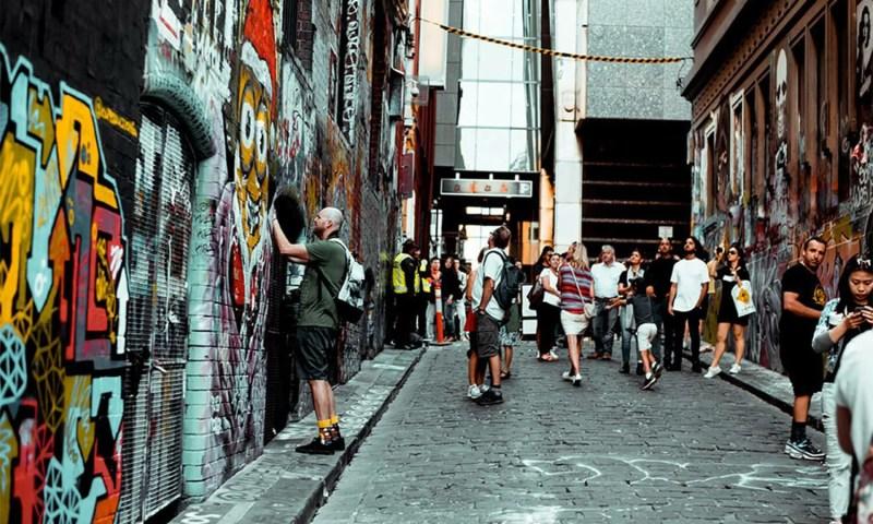 Come-avviene-lo-strappo-dei-graffiti