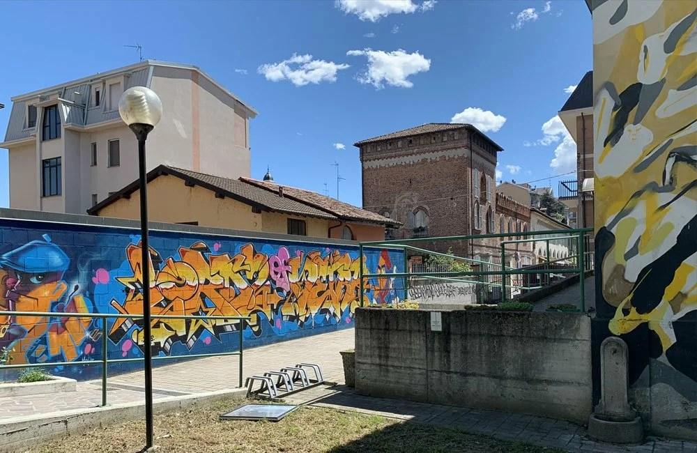 Street art nei pressi della biblioteca di Locate di Triulzi