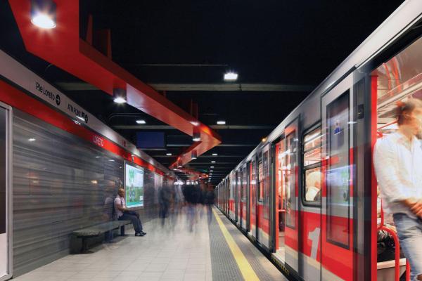 Buone norme per comportarsi e sopravvivere alla metro e tram di Milano