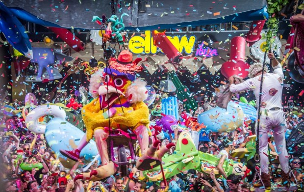 evento friuli 16 02 2018 flex amnesia milano ospiti speciali highsnob junior cally elrow rowgelia 2017 credits khris cowley here now 620x391 17.02.2018   Amnesia Milano presenta elrow Official Party: From Lost To The River (Carnevale Ambrosiano).