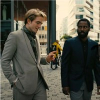 Robert Pattinson e J.D. Washington in una scena di Tenet