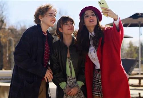 Emma Fasano, Ginevra Francesconi e Giulia De Lellis in una scena del film