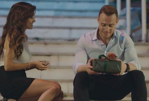Eda e serkan, in una scena della serie tv