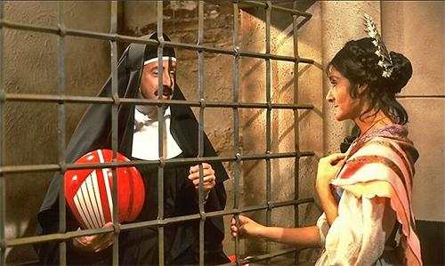 La monaca di Monza e Lucia (rispettivamente Massimo Lopez e Anna Marchesini) nella parodia dei Promessi sposi