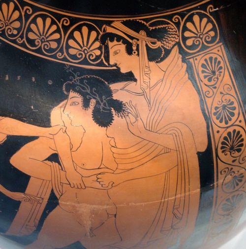 Elena viene rapita da Teseo: raffigurazione su un'anfora a figure rosse
