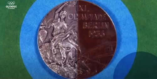 La medaglia dell'amicizia, metà in argento e metà in bronzo